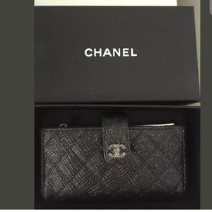 CHANEL QUILTED LEATHER STRAP WALLET BLACK SPECKLED